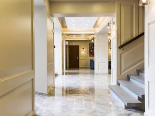 Xander Hotel od EVGENY BELYAEV DESIGN Klasyczny
