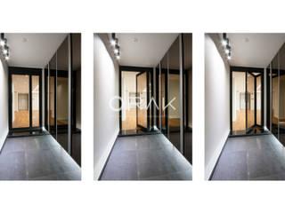 수원 영통동 청명마을 건영아파트  / 49평형 아파트 인테리어: 오락디자인의  복도 & 현관
