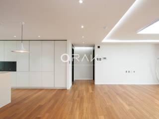 수원 영통동 청명마을 건영아파트  / 49평형 아파트 인테리어: 오락디자인의  거실