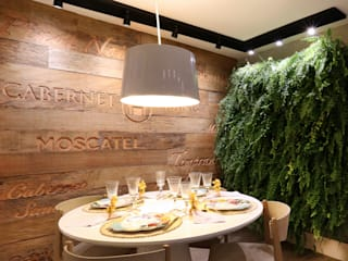 Rustic style dining room by MORSCH WILKINSON arquitetura Rustic