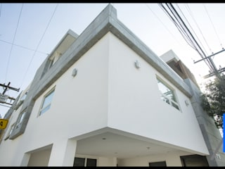 Single family home by SEZIONE