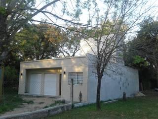 VIVIENDA PRO.CRE.AR Casas modernas: Ideas, imágenes y decoración de SENDRA Moderno