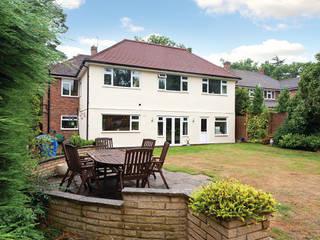 Surrey - Old Woking Casas de estilo clásico de Corebuild Ltd Clásico