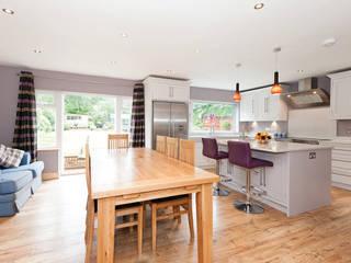 Surrey - Old Woking Cocinas de estilo clásico de Corebuild Ltd Clásico
