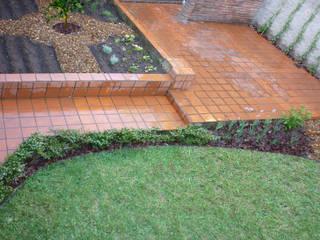 Jardín Di Pollina: Jardines de estilo  por Dhena CONSTRUCCION DE JARDINES,Ecléctico