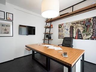Oficinas y bibliotecas de estilo moderno de Laboratorio di Progettazione Claudio Criscione Design Moderno