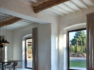 Fenêtres en bois de style  par MIDE architetti