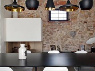 Cave à vin de style  par MIDE architetti