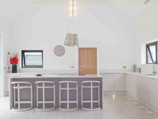 Minimalist Rural Home の ADORNAS KITCHENS ミニマル