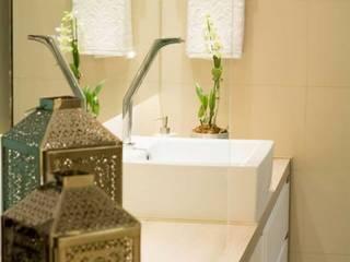 Suíte Casal : Banheiros  por In Arquitetura ,Moderno
