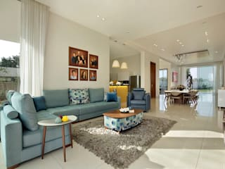 akshay shah (samruddhi bungalow):  Living room by USINE STUDIO