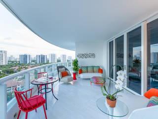 Balcone, Veranda & Terrazza in stile moderno di NIVEL TRES ARQUITECTURA Moderno