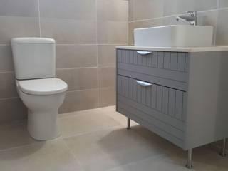 Kleinmond Beach House Modern bathroom by Cape Kitchen Designs Modern