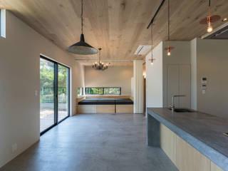 クリエイターたちの家 オリジナルデザインの リビング の 東涌写真事務所 オリジナル