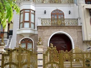 Cổng biệt thự:  Biệt thự by Cổng nhôm đúc Thiên Thanh Bảo