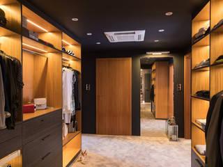 Apartament Bursztynowy Nowoczesna garderoba od Viva Design - projektowanie wnętrz Nowoczesny