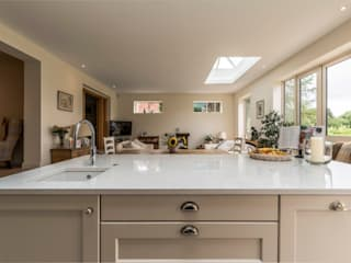 Extension and new kitchen - Cheshire de John Gauld Photography Moderno
