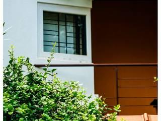Kaivalya - Bhaskar's residence:   by Sandarbh Design Studio