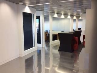 Modern study/office by Empresa constructora en Madrid Modern