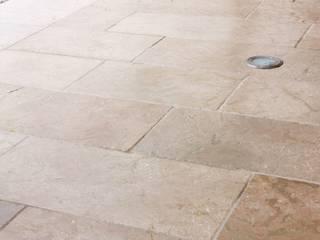 Esterno in pietra Anticata: Case in stile  di Viel Pietre