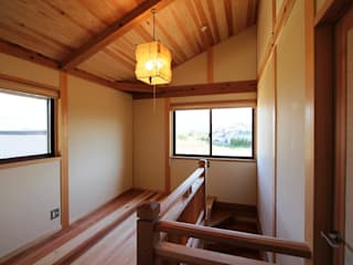 Eclectic style corridor, hallway & stairs by 安藤建築設計工房 Eclectic