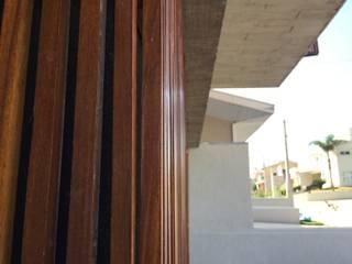 Casa EN2L Paredes e pisos modernos por Aoki Arquitetura Moderno