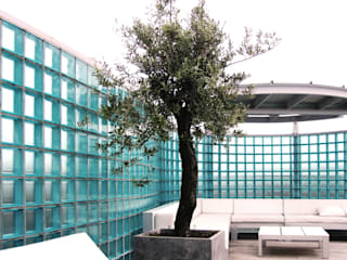 Balkon, Beranda & Teras Gaya Industrial Oleh Archipelontwerpers Industrial Kaca