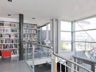Ruang Studi/Kantor Gaya Industrial Oleh Archipelontwerpers Industrial