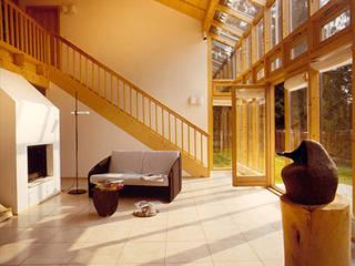 Nowoczesny salon od Architekturbüro Michael Bidner Nowoczesny