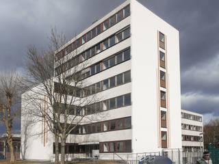 Umwandlung eines Bürogebäudes in ein Mehrfamilienwohnhaus von Jüttemann Architekten