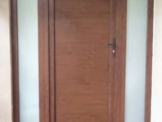 puerta de pvc : Puertas de estilo  por telviche