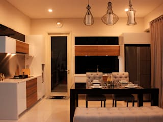 Prambanan Residence Kertabumi:   by KOMA living interior design