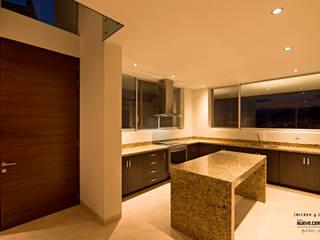 Casa El Molino, E-17 Cocinas modernas de espacio NUEVE CERO UNO Moderno