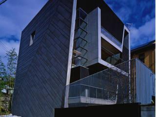 TRAPEZOID 荒谷省午建築研究所/Shogo ARATANI Architect & Associates 一戸建て住宅 鉄筋コンクリート メタリック/シルバー