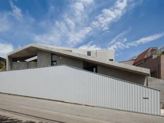 兵庫の住宅 荒谷省午建築研究所/Shogo ARATANI Architect & Associates 一戸建て住宅 鉄筋コンクリート 灰色