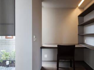 兵庫の住宅 荒谷省午建築研究所/Shogo ARATANI Architect & Associates モダンデザインの 書斎 MDF ブラウン