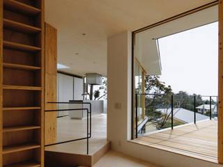 KRAMPON 荒谷省午建築研究所/Shogo ARATANI Architect & Associates 北欧デザインの リビング 無垢材 木目調