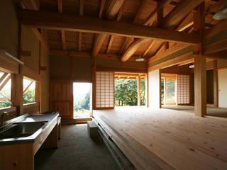 木造伝統構法の日本家屋「鴨川の家」: 木造伝統構法 惺々舎が手掛けたシステムキッチンです。,