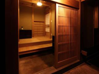 木造伝統構法 惺々舎 Classic style corridor, hallway and stairs Wood
