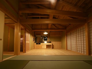 木造伝統構法の日本家屋「世田谷の家」: 木造伝統構法 惺々舎が手掛けたシステムキッチンです。,