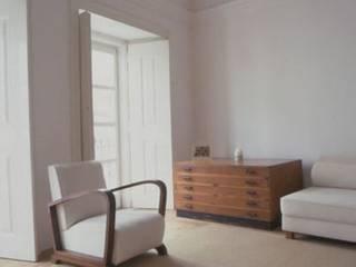 Minimalist living room by Sofia Salema & Pedro Guilherme, Arquitectos LDA Minimalist