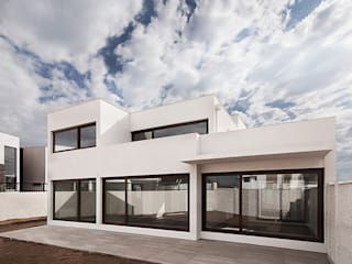 Terrace house by Bauer Arquitectos