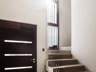 Corridor & hallway by Bauer Arquitectos