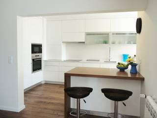 Apartamento na Praia da Vagueira, Vagos Cozinhas modernas por GAAPE - ARQUITECTURA, PLANEAMENTO E ENGENHARIA, LDA Moderno