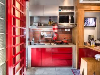 Industrial London inspired apartment: Dapur oleh SATTVA square,