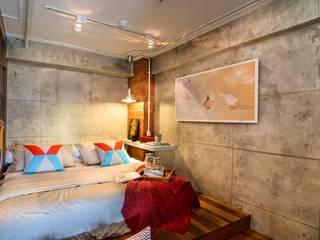 SATTVA square Camera da letto in stile industriale