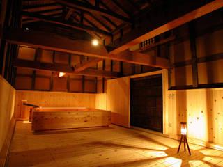 土蔵の浴室: 木造伝統構法 惺々舎が手掛けたホテルです。,