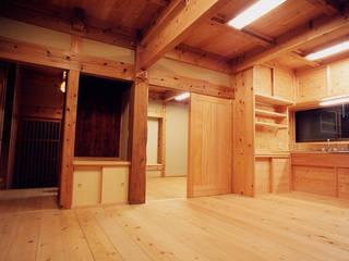 木造伝統工法「町田の家」: 木造伝統構法 惺々舎が手掛けたダイニングです。,