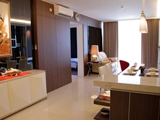 Mr Anton private apartment at The Via Ciputra World Ruang Keluarga Minimalis Oleh Kottagaris interior design consultant Minimalis