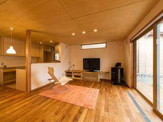 Salon moderne par 株式会社山口工務店 Moderne